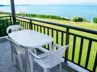 Beachfront holiday apartment in Halkidiki-DICHTI 1 - Polichrono vacation rentals