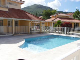 splendide duplex avec jardin bord de plage - Trois-Ilets vacation rentals