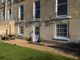 Beautiful Garden Flat Grade II listed Bath - Bath vacation rentals