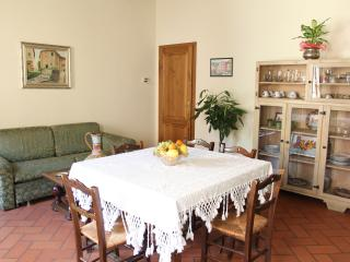 La Grotta - Apt Monte serra for 6 - Buti vacation rentals