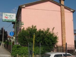 """Magic pink house """"la vie en rose"""" on main road - Col San Martino vacation rentals"""