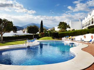Luxurious Large 2 bedroom Townhouse with garden - Nueva Andalucia vacation rentals