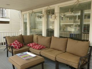 STEPS TO BEACH 3 BEDROOM 2 BATH 2 KINGS AND 2 BUNK - Ocean City vacation rentals
