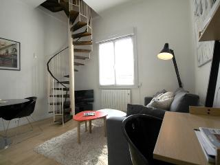 Gallien - Duplex Apartment with balcony in the City Center - Bordeaux vacation rentals