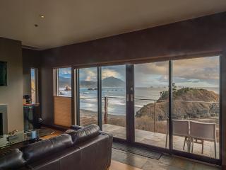 Redfish LOFT Oceanfront romantic luxury suite - Port Orford vacation rentals