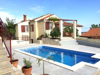 LacoDeLama apartment-house at the south of Istria - Liznjan vacation rentals