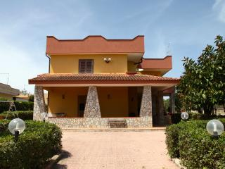Charming 3 bedroom Villa in Fontane Bianche - Fontane Bianche vacation rentals