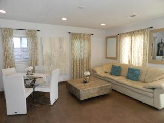 CHARMING  COTTAGE MINUTES FROM UNIVERSAL STUDIOS - Los Angeles vacation rentals