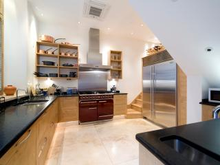 Gorgeous 3 bedroom London House with Internet Access - London vacation rentals