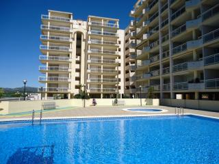 Cozy 2 bedroom Peniscola Apartment with Shared Outdoor Pool - Peniscola vacation rentals