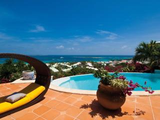 Lovely 4 bedroom Hillside Villa with Internet Access - Hillside vacation rentals