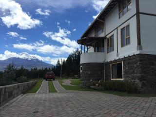 Beautiful home in the Ecuadorian highlands Chimborazo mountain view! - Riobamba vacation rentals