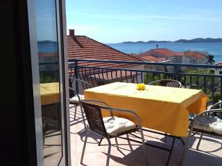 Nice Condo with A/C and Housekeeping Included - Pakostane vacation rentals