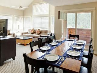 3 Bedroom Townhome | Lookout Townhomes, Panorama - Panorama vacation rentals