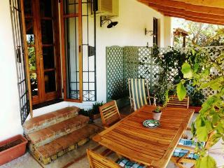 Bright 2 bedroom Marinella di Selinunte House with Deck - Marinella di Selinunte vacation rentals