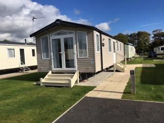 Lovely 2 bedroom Caravan/mobile home in Flookburgh with Children's Pool - Flookburgh vacation rentals