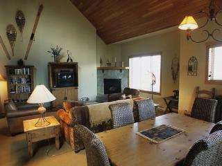 Kicking Horse Whispering Pines 3 Bedroom Townhome with Private Hot Tub - Golden vacation rentals