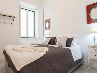 Bright Condo with Internet Access and Television - Lisboa vacation rentals