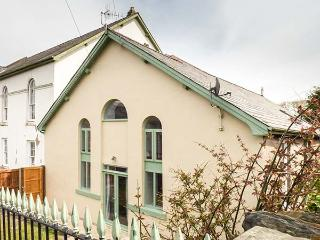 HEN FFESTRI, old chapel vestry conversion, parking, garden, in Penrhyndeudraeth, Ref 932808 - Penrhyn Deudraeth vacation rentals
