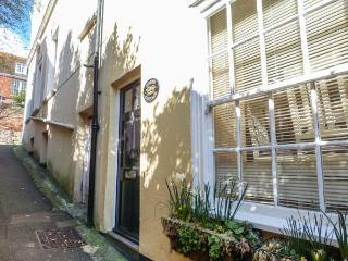 STUDIO COTTAGE en-suite, WiFi, garden, close to amenities in Hythe, Ref 932476 - Hythe vacation rentals