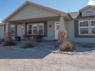 'The Fishing House' Superb 3BR Buena Vista Home w/Wifi & Spacious Front Porch! Enjoy Sensational Mountain Views & Easy Access to Fishing, Hiking & Other Outdoor Activities! - Buena Vista vacation rentals