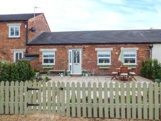 THE BYRE, family-friendly, country holiday cottage, with an enclosed garden in Hollington, Ref 933893 - Hollington vacation rentals