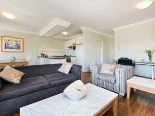 Gorgeous Condo with Television and Microwave - Sydney vacation rentals