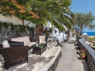 """Old Vourvoulos Houses - """"S"""" House for 2-4 persons! - Vourvoulos vacation rentals"""