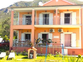 3 Bedroom Holiday House 150m from the beach. - Halikounas vacation rentals