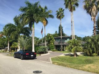 Walk or Bike to the Beach, 4 bedroom Updated House - Naples vacation rentals