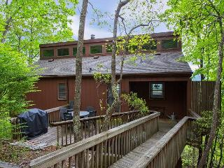 Perfect 2 bedroom Montreat Apartment with Deck - Montreat vacation rentals
