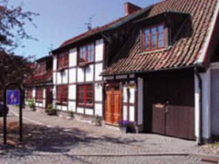 Exklusivt boende i gammal stadsgård MITT i Ystad - Ystad vacation rentals