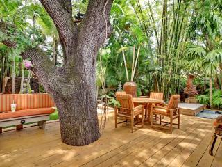 Only 1 Block to Famous Las Olas Blvd!  Resort-Like Backyard with Hot Tub! - Fort Lauderdale vacation rentals