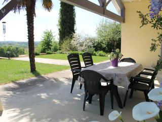 Pretty villa with stunning views of the Pyrenees - Aignan vacation rentals