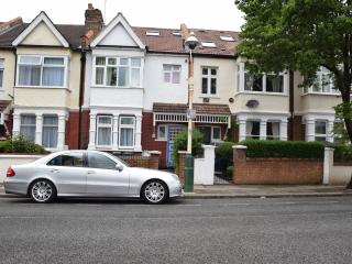 3 bedroom apartment, 2 bathrooms, West London - London vacation rentals