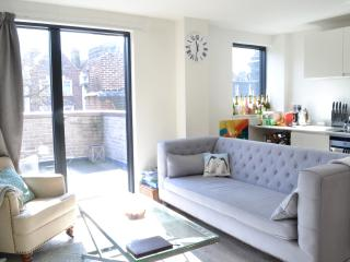 Luxurious 2BD with amazing balcony! DISCOUNT 15%!! - London vacation rentals