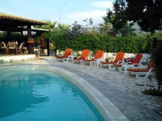Villa 11 posti al mare con Piscina Privata Trapani - Valderice vacation rentals
