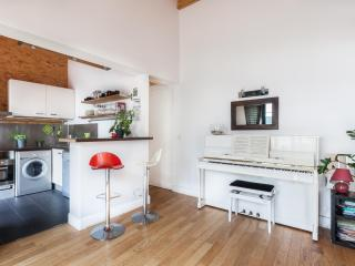 2 bedroom House with Internet Access in 19th Arrondissement Buttes-Chaumont - 19th Arrondissement Buttes-Chaumont vacation rentals