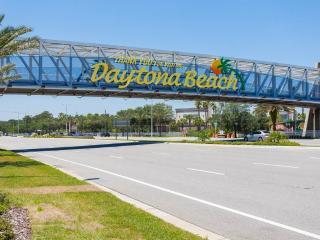 Daytona Inn Beach Resort 435, 1 Bedroom, Ocean View, Heated Pool, Sleeps 4 - Daytona Beach vacation rentals