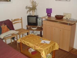 Nice Condo with Parking and Parking Space - Gruissan vacation rentals