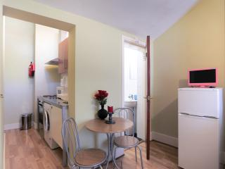 Double Studio in Zone 2 London No10 - London vacation rentals