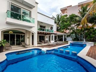 Casa Santa Pilar - Beachfront, Amazing Pool/Jacuzzi, Pool Table - Cozumel vacation rentals