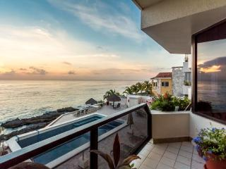 Seaside (2S) - Oceanfront, 5 Min to Town, Great Snorkeling - Cozumel vacation rentals