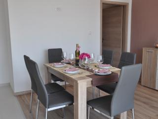 2 bedroom Condo with Internet Access in Dramalj - Dramalj vacation rentals
