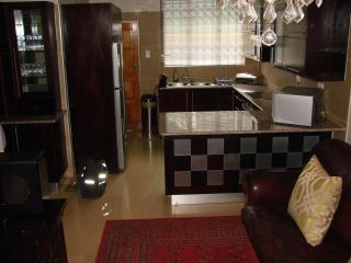 2 bedroom Apartment with Satellite Or Cable TV in Durban - Durban vacation rentals