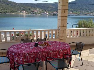 Beautiful 2 bedroom Apartment in Vinisce with Internet Access - Vinisce vacation rentals