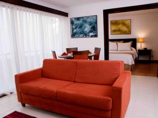 Comfortable 1 bedroom Santa Ana Apartment with Hot Tub - Santa Ana vacation rentals