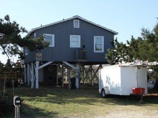 Cozy 3 bedroom Holden Beach House with Deck - Holden Beach vacation rentals