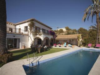 Charming 3 bedroom Asturias Villa with Satellite Or Cable TV - Asturias vacation rentals