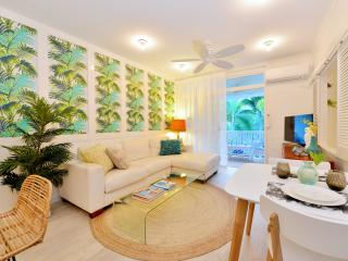 """Retro Palms"" Apartment - Port Douglas vacation rentals"